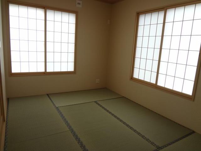 LDKに続く6帖の和室は、玄関ホールから直接入れます。