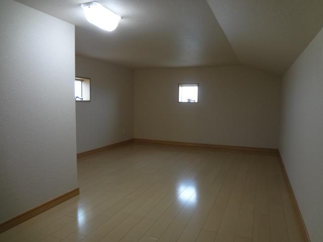三階建てみたい!屋根裏収納は、パパや子供達の趣味部屋にも!